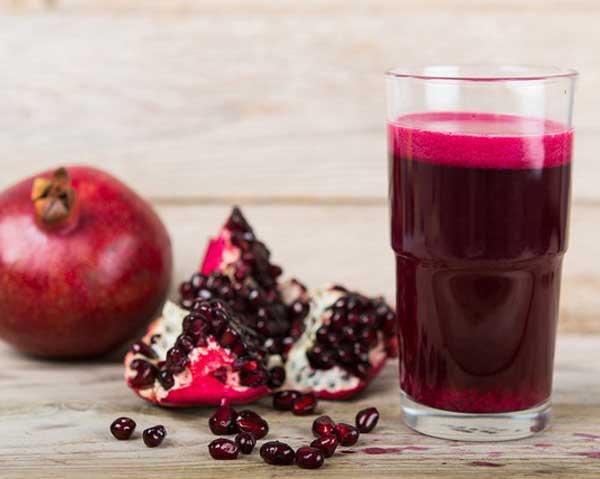 Granatäpple och granatäpplejuice, gott om antioxidanter kan skydda hjärnan.