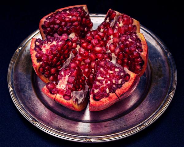 Granatäpple på silverfat - ger gott om antioxidanter.